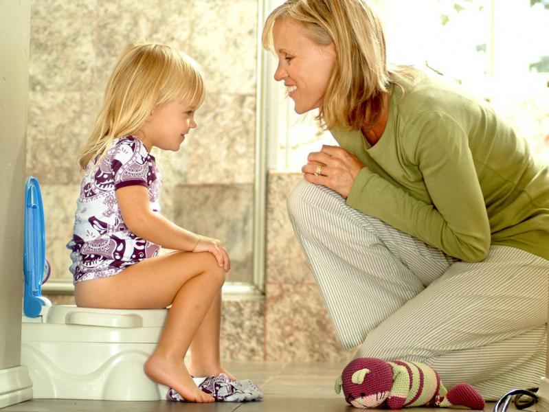 Когда нужно приучать детей ходить в туалет самостоятельно?